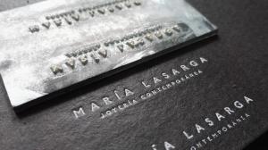 Clisé de metal + foil stamping blanco para empaque @marialasarga joyería de autor
