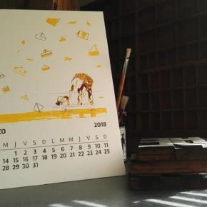 Pueden creer que ya estemos en Marzo ? Y que mejor manera de prepararnos a recibir el otoño que disfrutando de la ilustración realizada por  @tanilustradoscomovalientes Denisse Torena para el Calendario del taller. ————————————- Serigrafía / @bolivar.uy Letterpress / @caja_baja