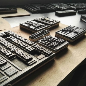 Organizando el archivo … Viendo que desarmar para empezar a distribuir tipografía en sus cajas.