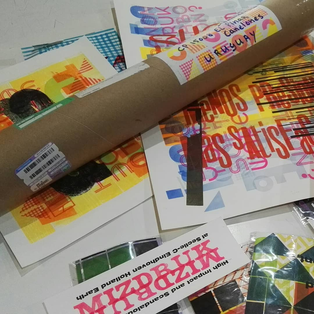 Hoy paso el cartero por el taller dejando está lluvia de colores provenientes de Holanda !! Gracias @mizdruk me encantó ver y sentir las texturas de tus trabajos, dignos de un mal impresor de letterpress del norte ;) Rescatemos lo real
