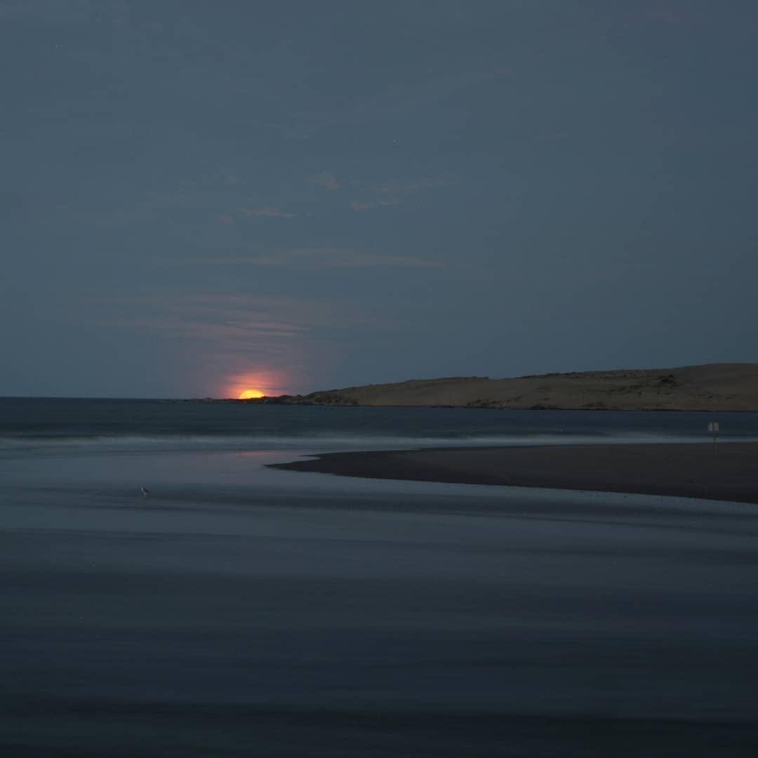 Luz y colores de luna llena sobre el arroyo Valizas @barradevalizas